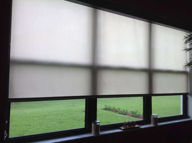 Roller Shades (Light Filtering / Opaque Fabrics)